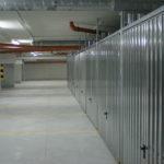 Komórki lokatorskie w garażu podziemnym