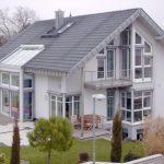 Rolety zewnętrzne iżaluzje fasadowe. Źródło: Awilux