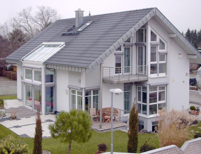 Rolety zewnętrzne i żaluzje fasadowe. Źródło: Awilux